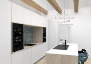 Sklenená kuchyňa v kombinácií s drevenou dyhou