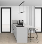 Černá lakovaná kuchyně v matu v kombinaci se světle šedou barvou