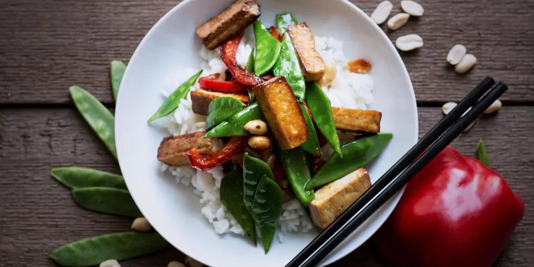 Tofu na pánvi s rýží