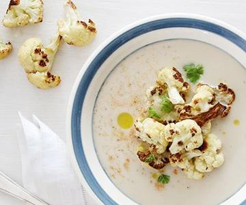Krémová polévka s pečeným květákem
