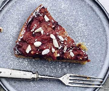 Obrácený švestkový koláč